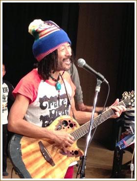 AKIRA 2013年4月4日敦賀市民文化センターでのライブにて
